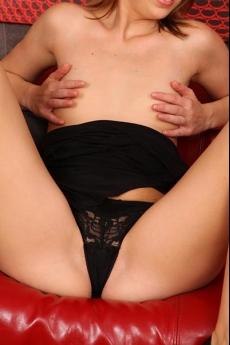 Escort Sabrina is een heerlijke dame met kleine borsten